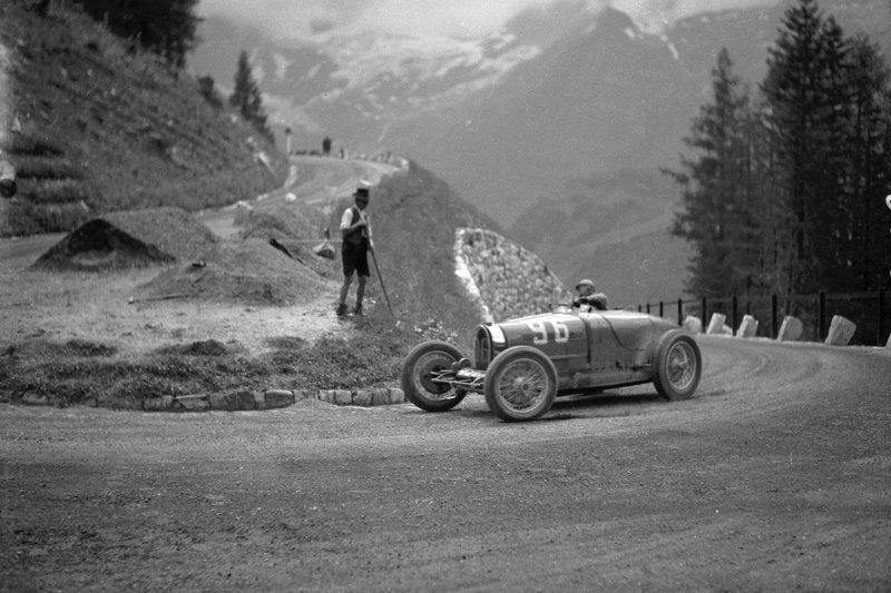 1935_AF_Eileen_Ellison_Bugatti_N96_Kurve_302831